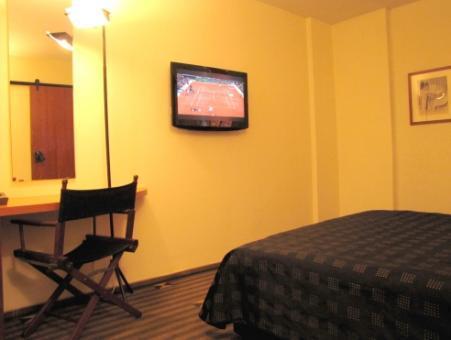 חדר במלון סינמה תל אביב