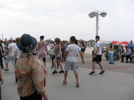 הרקדת שבת בחוף גורדון תל אביב