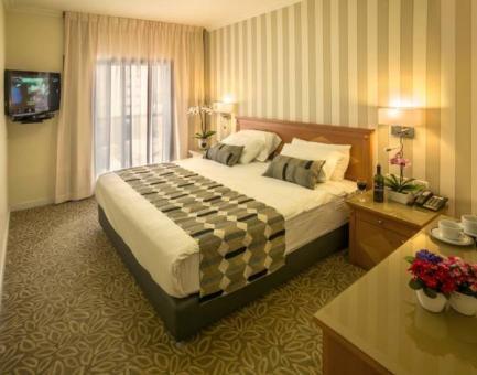 חדר אירוח במלון ארמון הירקון