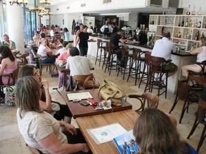מסעדת ביסטרו קפה כזה בהרצליה