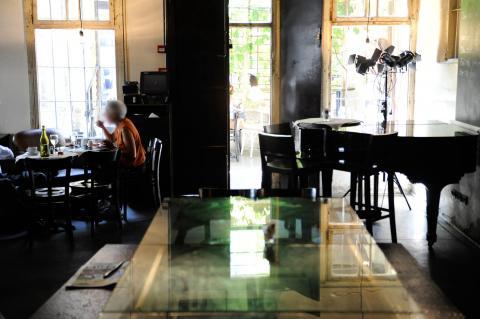 קפה בר רוטשילד 12 בתל אביב