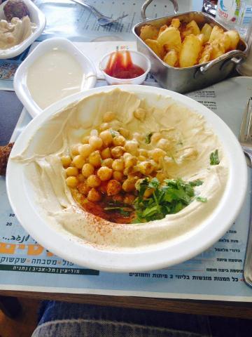 חומוס עם טחינה במסעדת חומוסים ישפרו סנטר