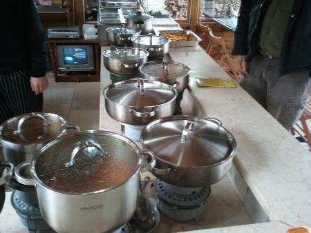 הסירים והתבשילים במסעדת מטעמי זוהר