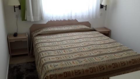 המיטה בחדר במלון צובה