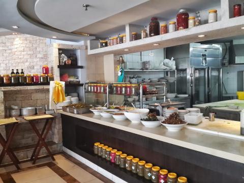 המטבח הפתוח במסעדת אלבאבור