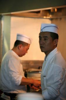 טבחים במסעדת ג'ירף גריל ברמת החיל