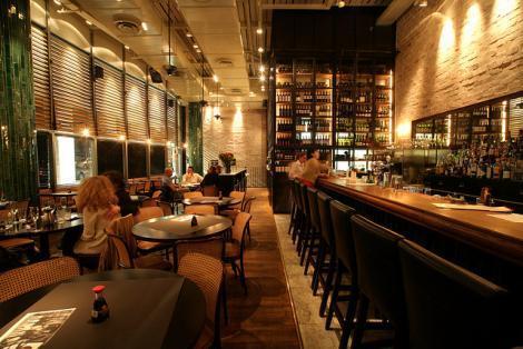 הבר במסעדת מועדון הקצינים של ג'ירף בתל אביב
