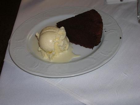 עוגת שוקולד נטולת קמח בבאורנה ואלה
