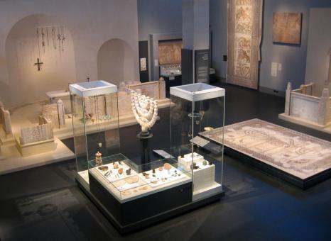 תערוכת חפצים מהעת העתיקה במוזיאון ישראל בירושלים