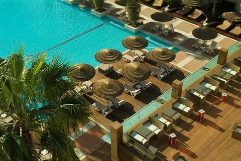 הבריכה במלון מרידיאן אילת