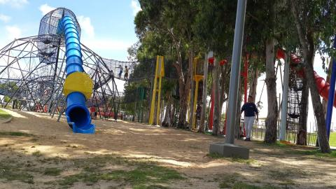 """פארק תע""""ש ברחוב הנצח ברמת השרון"""