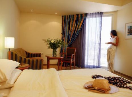 חדר במלון רימונים גלי כנרת