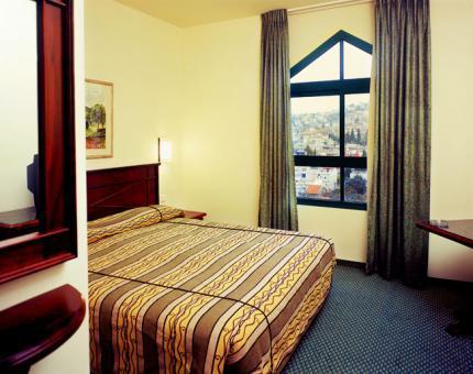 חדר במלון רימונים המעיין נצרת