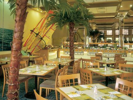 חדר האוכל במלון ישרוטל ספורט קלאב אילת