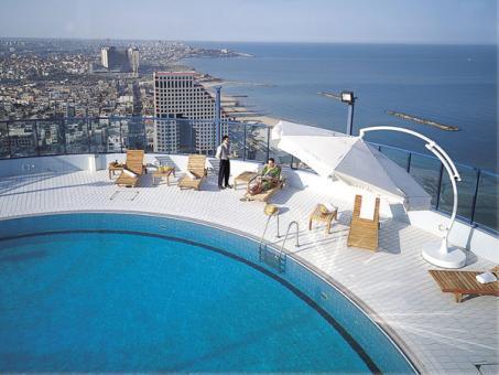 הבריכה במלון ישרוטל טאואר תל אביב