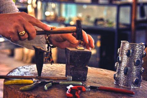 מפגשי אמן חינם בכפר האמנים באניעם