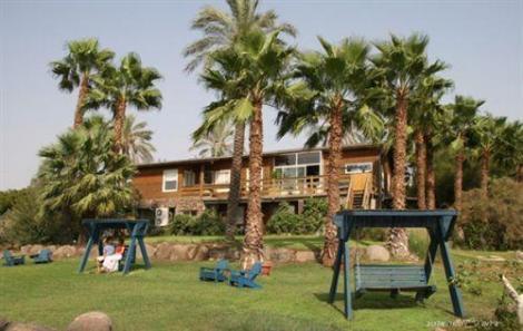בקתות עץ בית הארז בכורזים