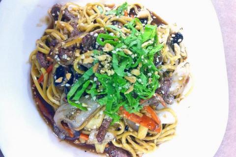צ'ופסטיקס CHOPSTIX אוכל אסיאתי וסיני בקצרין כולל משלוחים