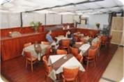 חדר אוכל במלונית בית קטן במושבה