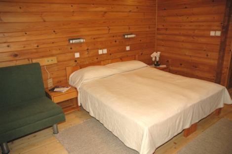 חדר עץ במלון יד השמונה