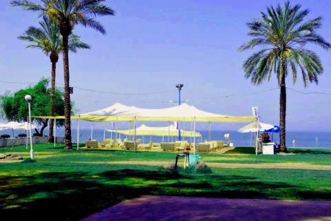 חוף גולן בכנרת