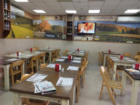 תוך המסעדה מסעדת ג'ודיקה אזור תעשיה הרטוב