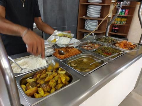 בר סלטים במסעדת ג'ודיקה אזור תעשיה הרטוב
