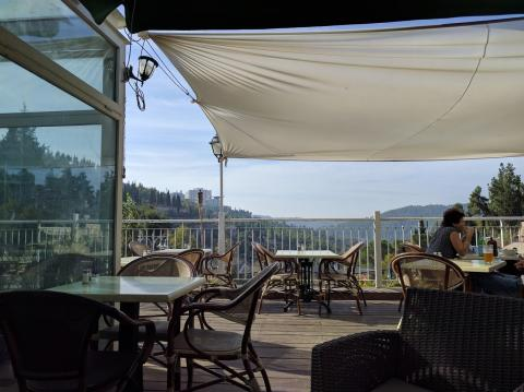 המרפסת והנוף בבראסרי בעין כרם