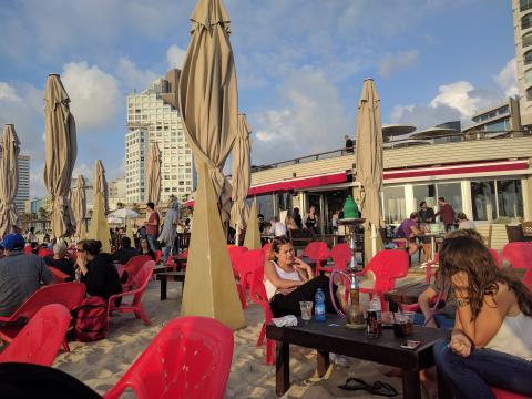 בירה על החוף בתל אביב