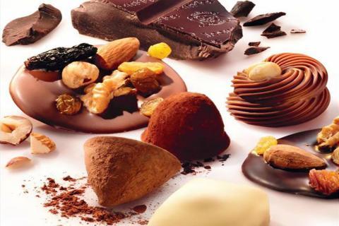 פרלינים עם פירות יבשים של שוקולד לאונידס