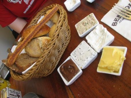 ארוחת בוקר במסעדת בנדיקט בן יהודה