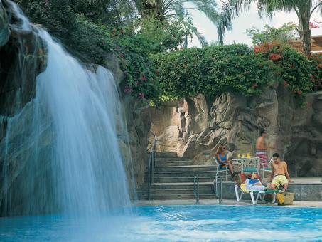 הבריכה במלון ישרוטל רויאל ביץ' אילת