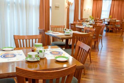 חדר האוכל במלון רימונים אופטימה רמת גן