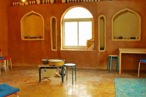 בית היצירה לקדרות של רבקה הראל בתקוע. סדנאות אבניים במדבר