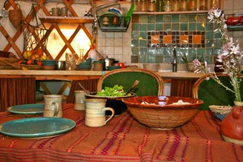 בית יצירה לקדרות רבקה הראל בתקוע. סדנאות אבניים במדבר