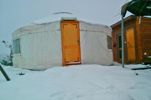 שלג בצפון הגולן צימר רוגעלך אוהל מונגולי