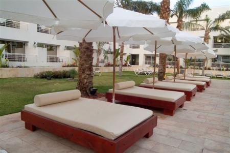 מיטות שיזוף מלון רויאל ריזורט אילת