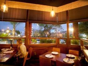 מסעדת טאסוס בהוד השרון