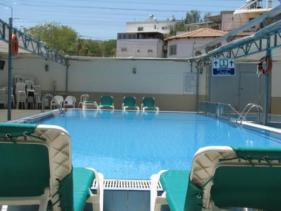 מלון מלוני - הבריכה