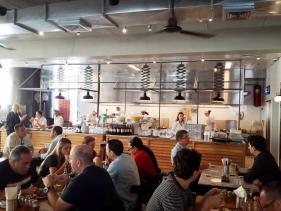חלל המסעדה בגומבה