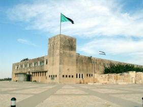מבט על מצודת טגארט של לטרון שמשמשת היום כחלק ממוזיאון יד לשריון.