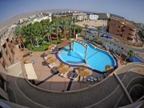 מבט על הבריכה במלון סיאסטה אילת