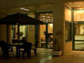 הכניסה למלון אלה רזידנס ירושלים