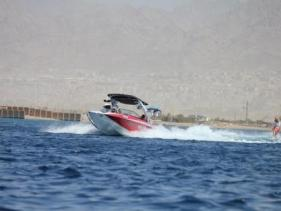 סקי מים בכנרת - חוף הסירות עין גב